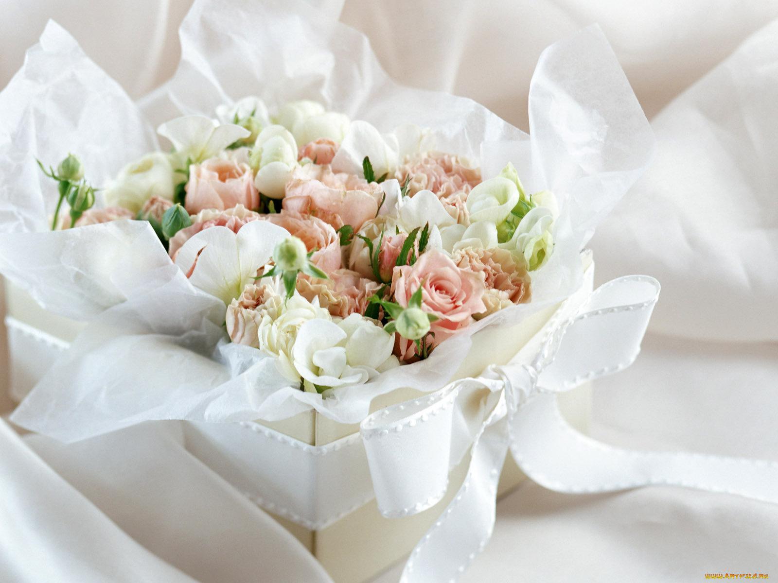 Надписью, открытка с днем рождения женщине цветы нежные