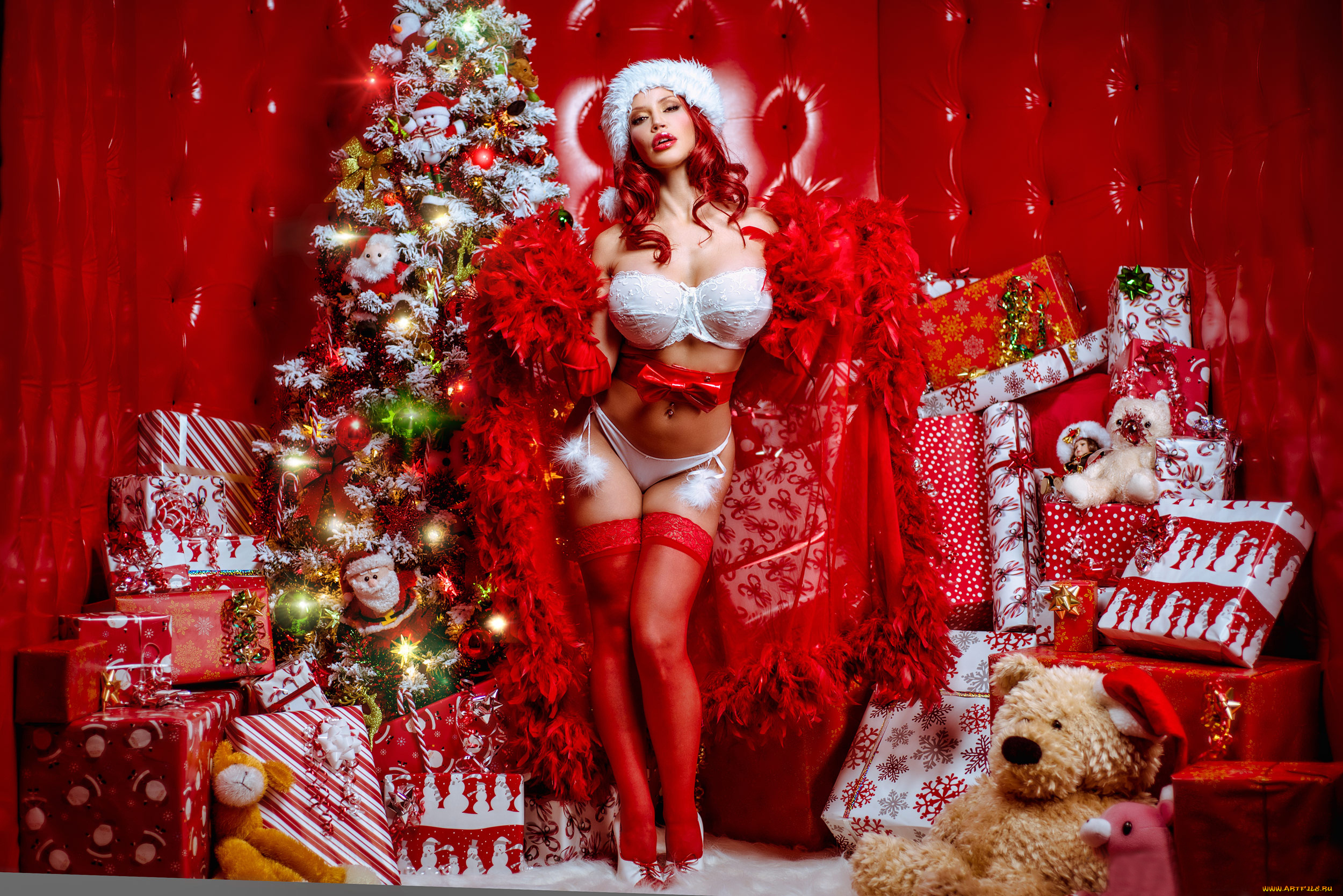 Trusted brunette babe is posing naked over big Christmas tree № 380920 без смс
