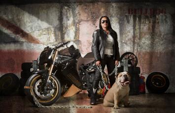 Картинка мотоциклы мото девушкой triumph