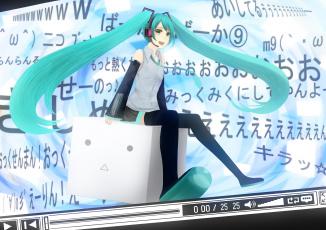 Картинка vocaloid аниме куб иероглифы сидит наушники улыбка девушка взгляд медиаплеер hatsune miku bounin art