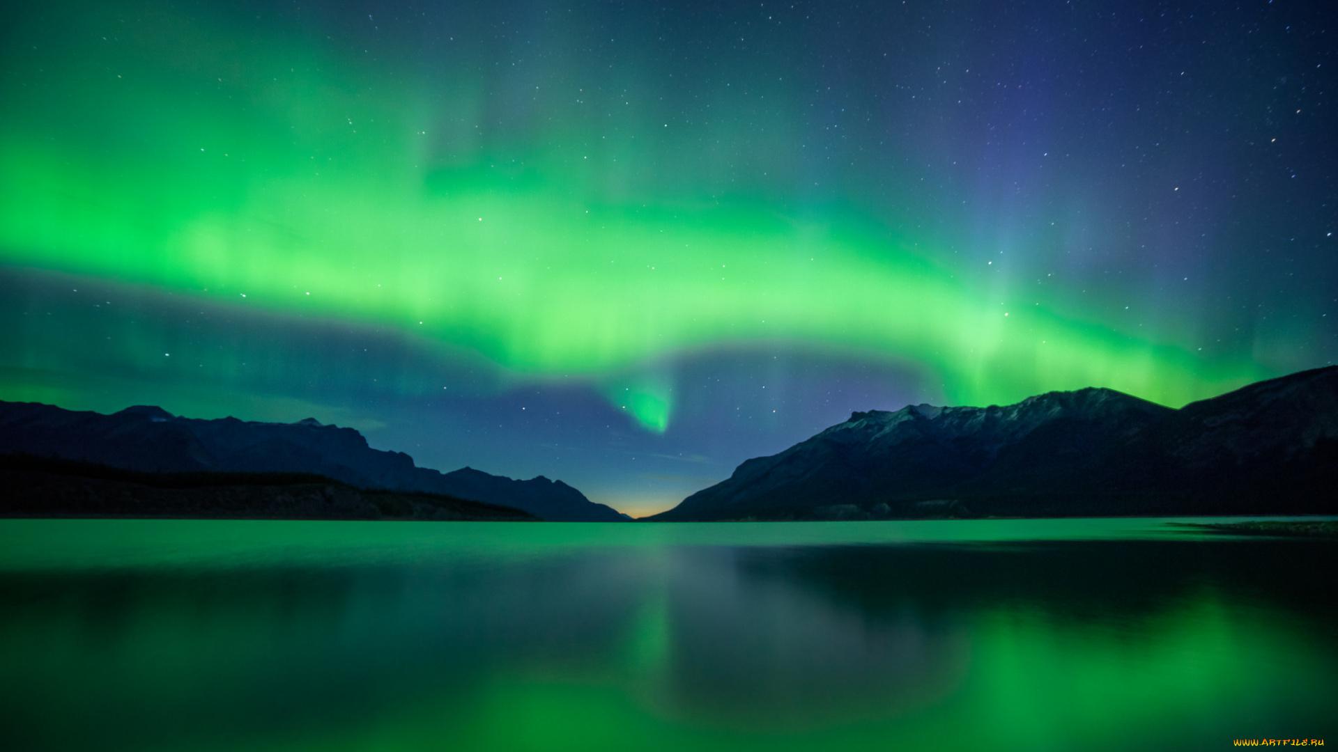 Северное сияние над водой отражение онлайн