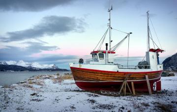 обоя корабли, баркасы ,  буксиры, снег, зима