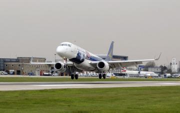 Картинка авиация пассажирские самолёты взлет аэропорт полоса лайнер