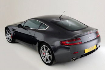 Картинка автомобили aston+martin vantage uk-spec aston martin v8