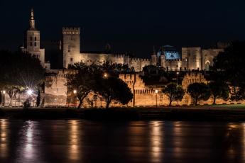 обоя франция, города, - дворцы,  замки,  крепости, ночь, освещение, деревья, фонари, здание, водоем