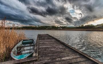 обоя корабли, лодки,  шлюпки, причал, мост, лодка, небо, картинки, озеро