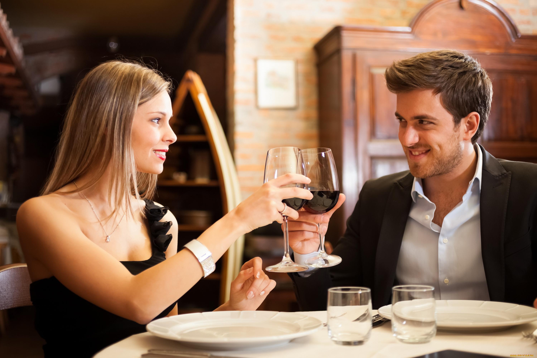 размещенные данном парень знакомится с девушкой в баре отдыхаю выпивают важно, молодые или