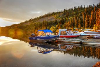 Картинка корабли моторные+лодки холм деревья мостик моторные лодки
