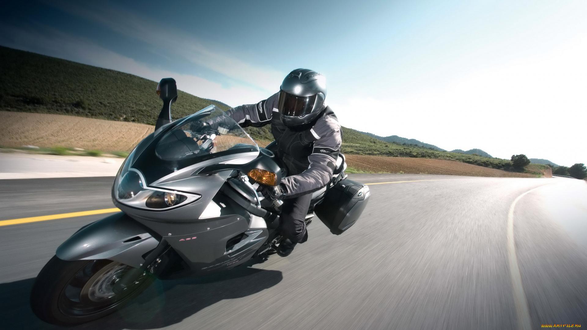 привлекают картинки мотоциклов с мотоциклистами вам