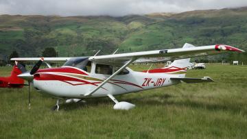 Картинка cessna+182tskylane авиация лёгкие+и+одномоторные+самолёты поле одномоторный легкий трава самолет