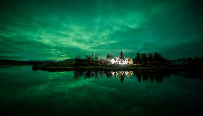 Обои картинки фото города, - здания,  дома, дома, исландия, вечер, остров, облака, небо, озеро, коттеджи