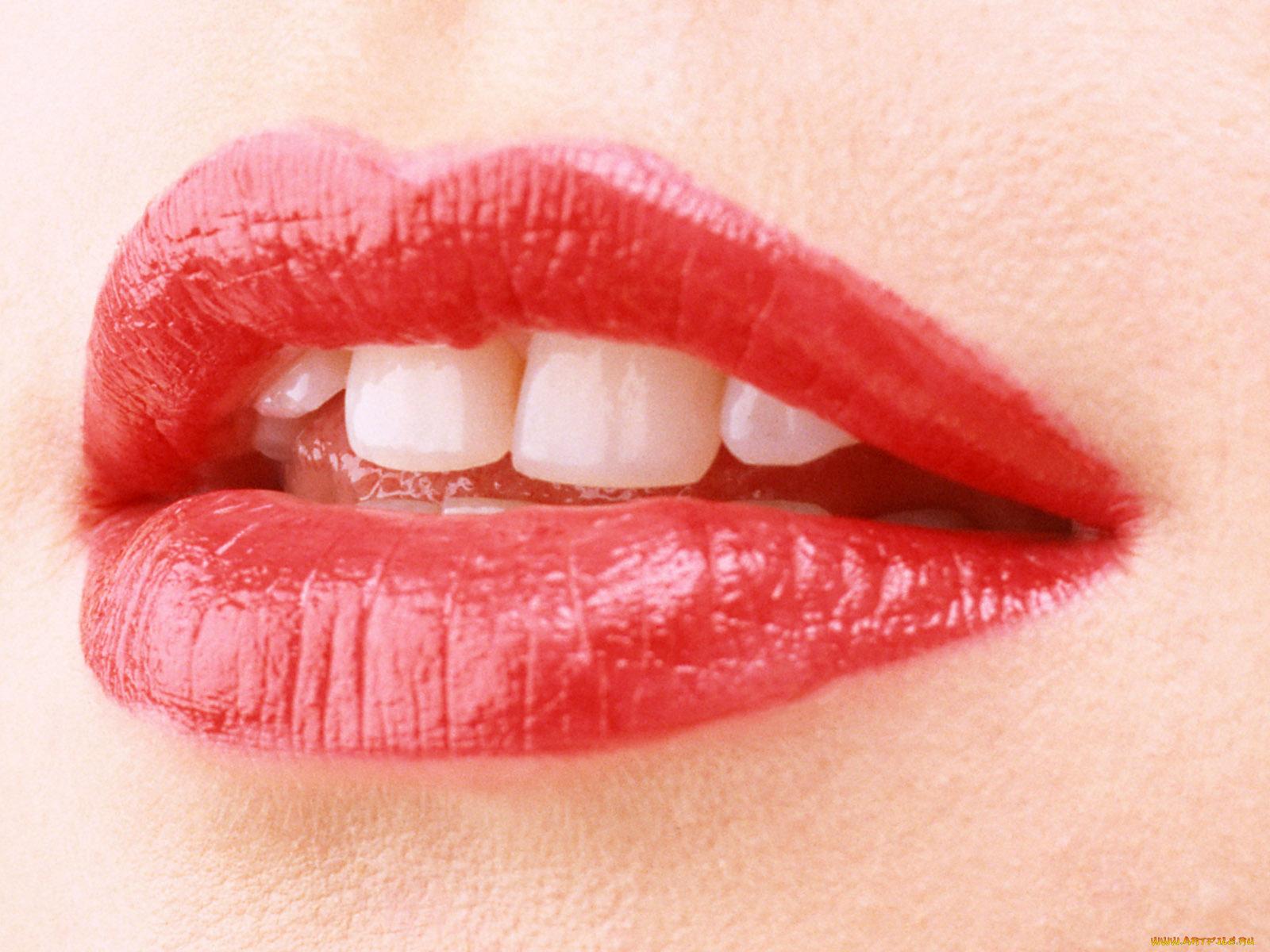 Видео большие женских губ #10