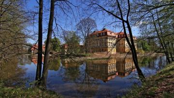 обоя города, - здания,  дома, дома, деревья, река