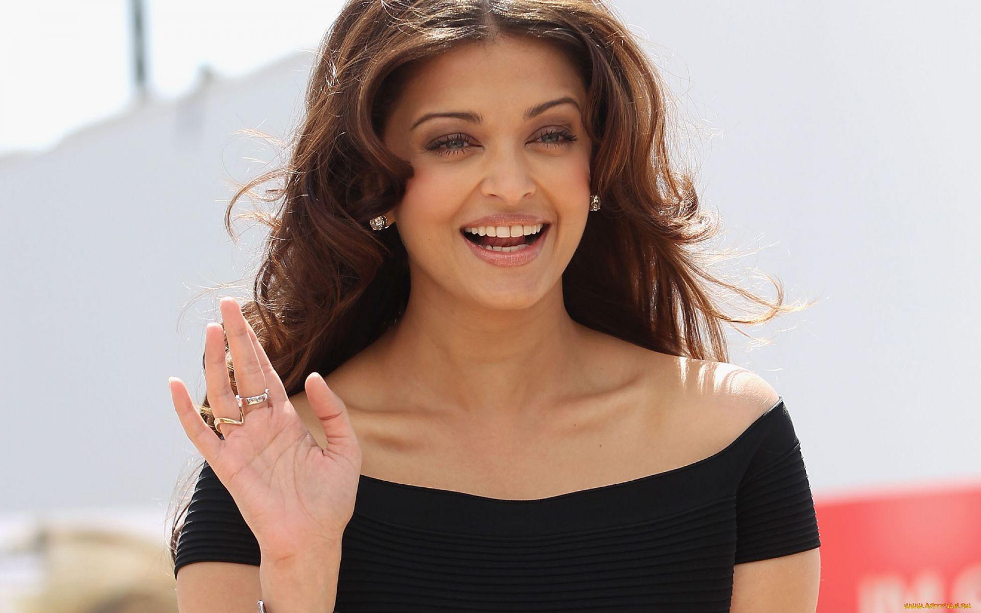 люблю фото индия актрисы улыбаются красный мерцающий огонек