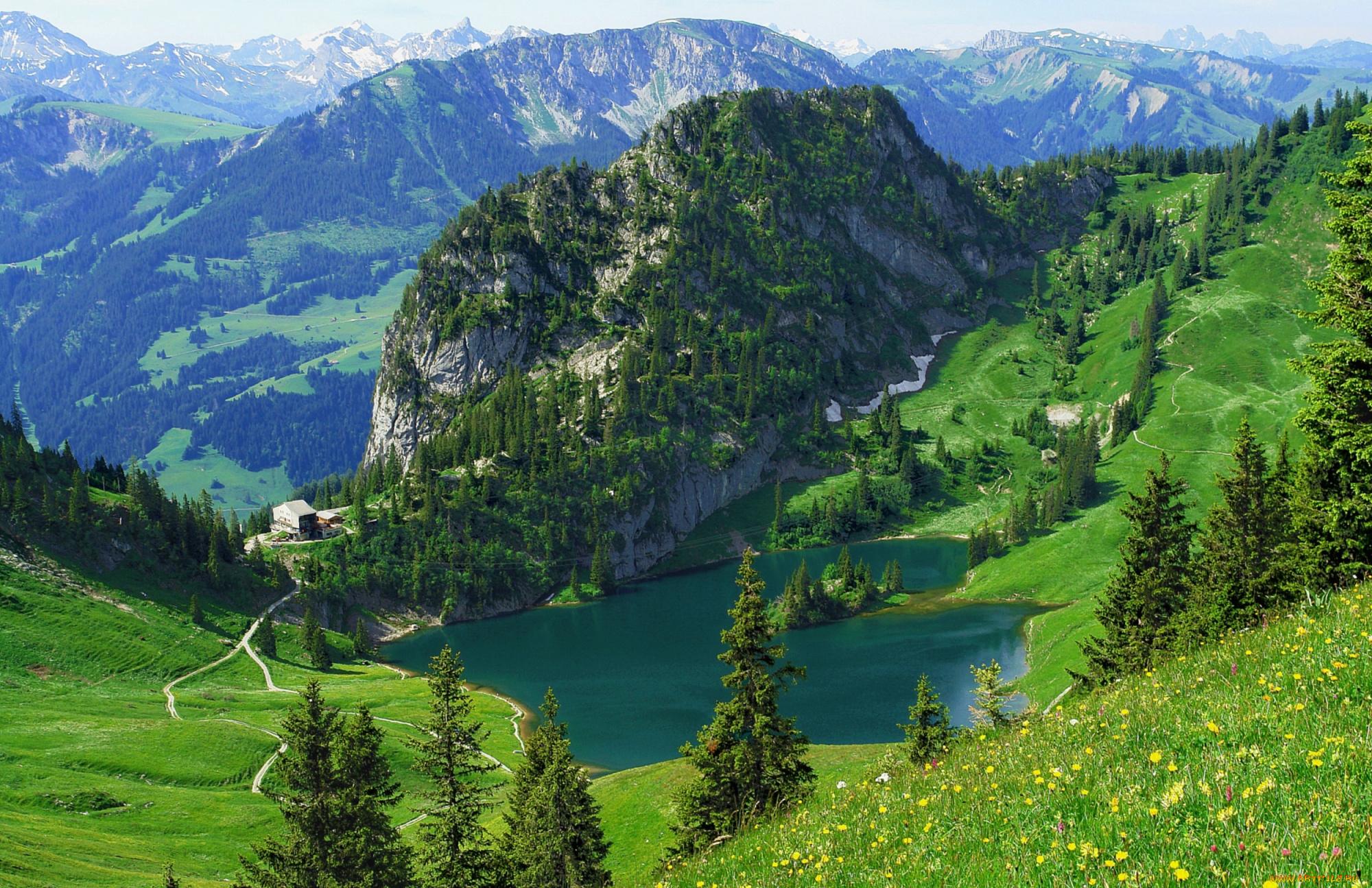 - Отдых в горах.