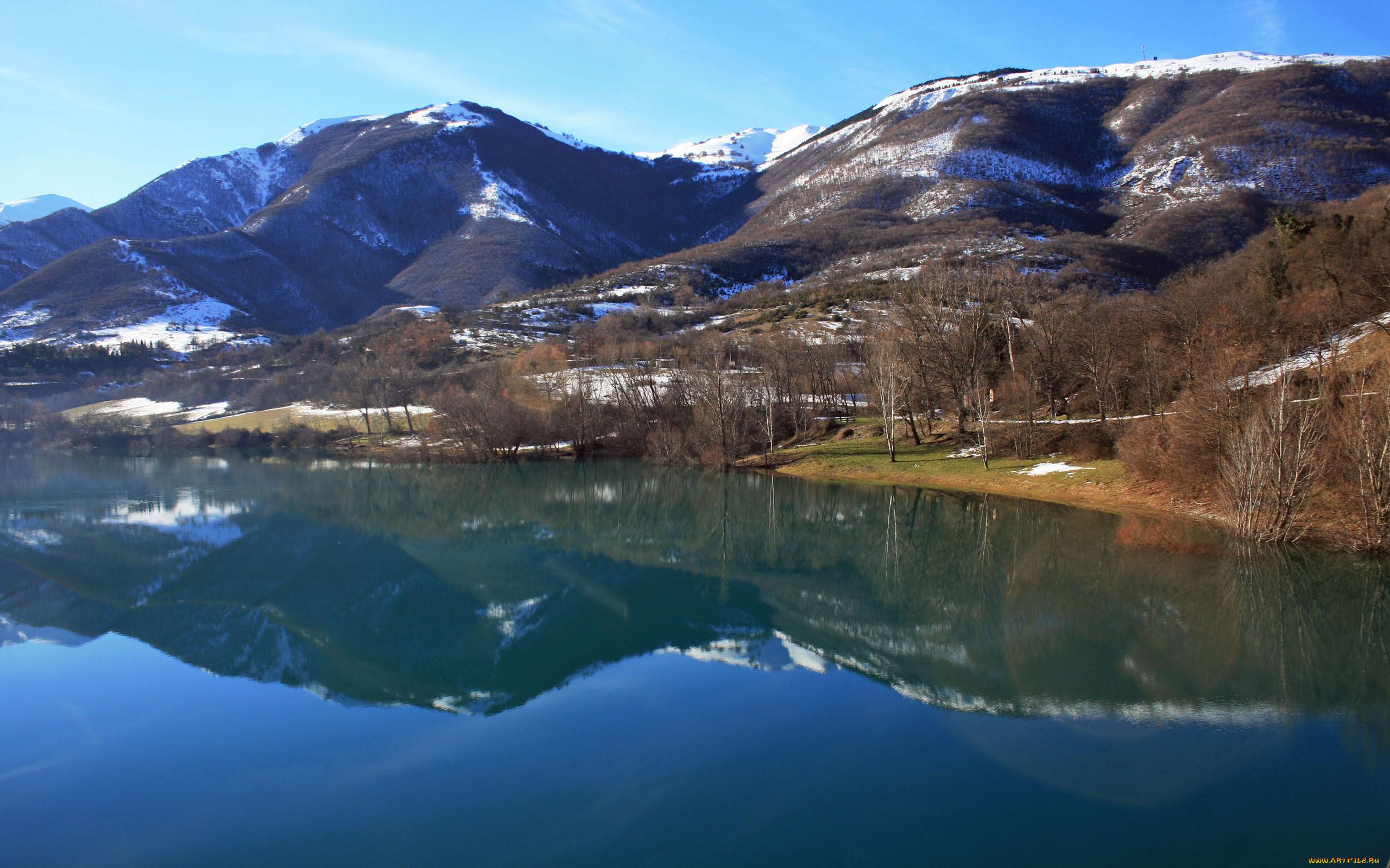 Озеро горы холмы бесплатно