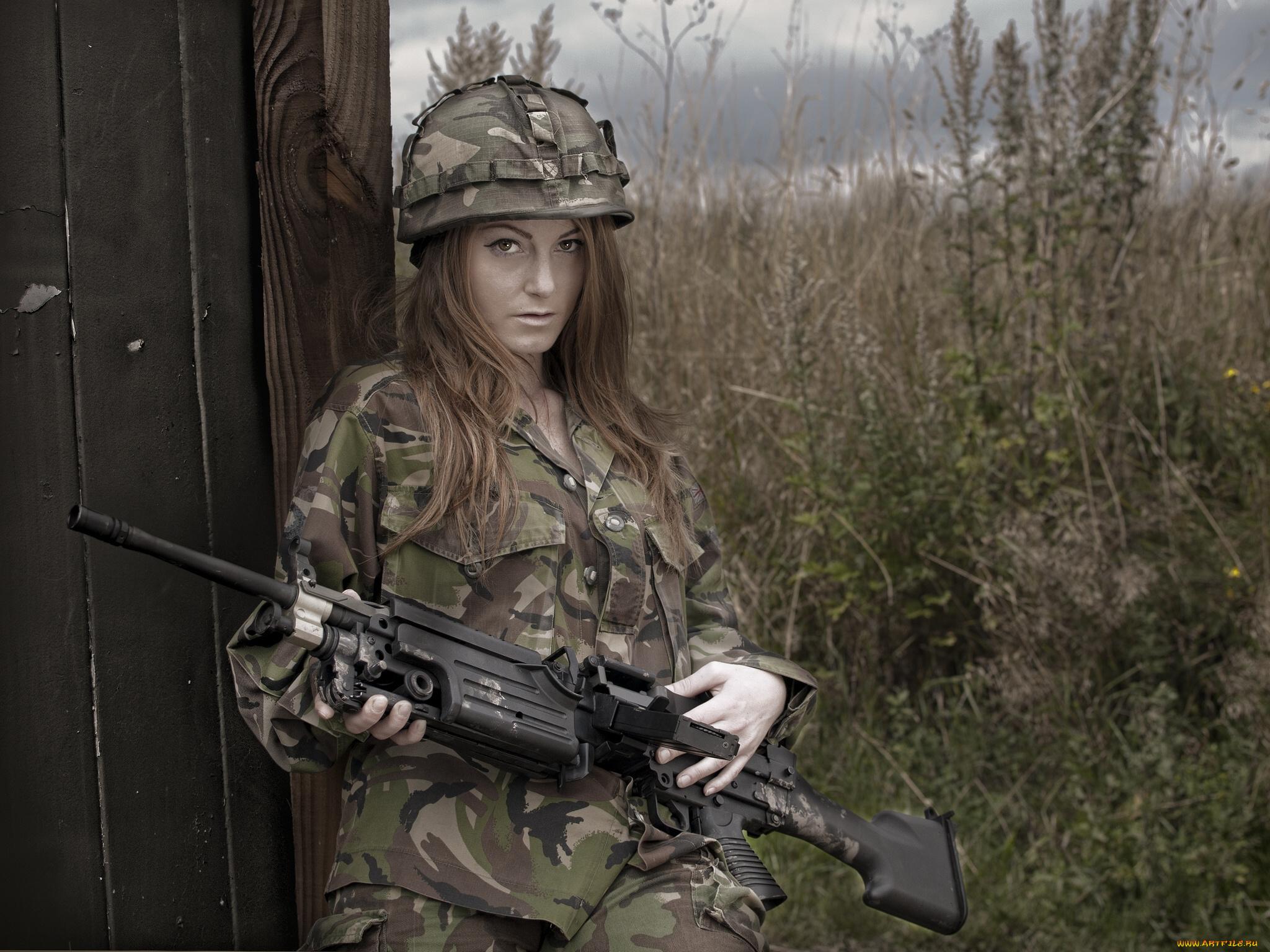 Телки в военной форме, Порно фото из категории Военные - 26 эротических фото 14 фотография