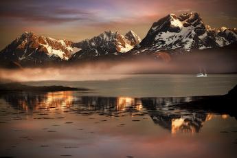 обоя корабли, грузовые суда, корабль, лофотенские, острова, фьорд, туман, горы, лодка, дымка, норвегия