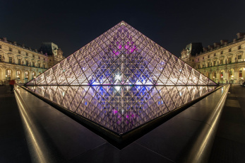 обоя symmetry,  louvre museum, города, париж , франция, пирамида