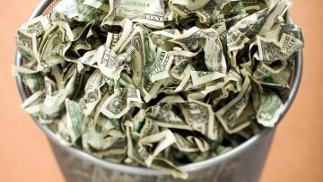 обоя разное, золото,  купюры,  монеты, мятые, много, банкноты, доллары, корзинка, мусорная