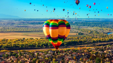 обоя авиация, воздушные шары, полет, шары, панорама, город, много