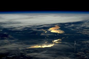 обоя космос, земля, поверхность, облака, огни, планета