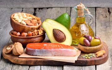 Картинка еда разное olive рыба fish орехи nuts авокадо масло доска оливки
