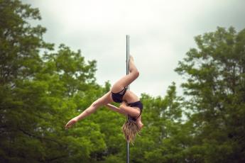 обоя спорт, гимнастика, шест, девушка, спортивная, акробатика