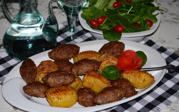 обоя еда, мясные блюда, мясные, котлеты, с, картофелем, на, белом, блюде