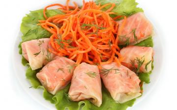 обоя еда, мясные блюда, на, белом, фоне, голубцы, с, корейской, морковью