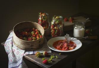 обоя еда, клубника,  земляника, ягоды, цветы, листья