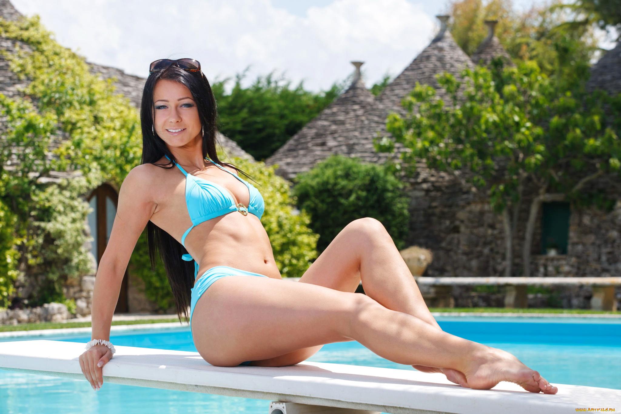 doenloadable-bikini-feet-picture-download-nude-men