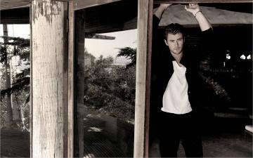 Картинка мужчины chris hemsworth черно-белое фото