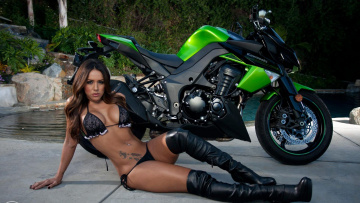 Картинка 2011 kawasaki z1000 мотоциклы мото девушкой