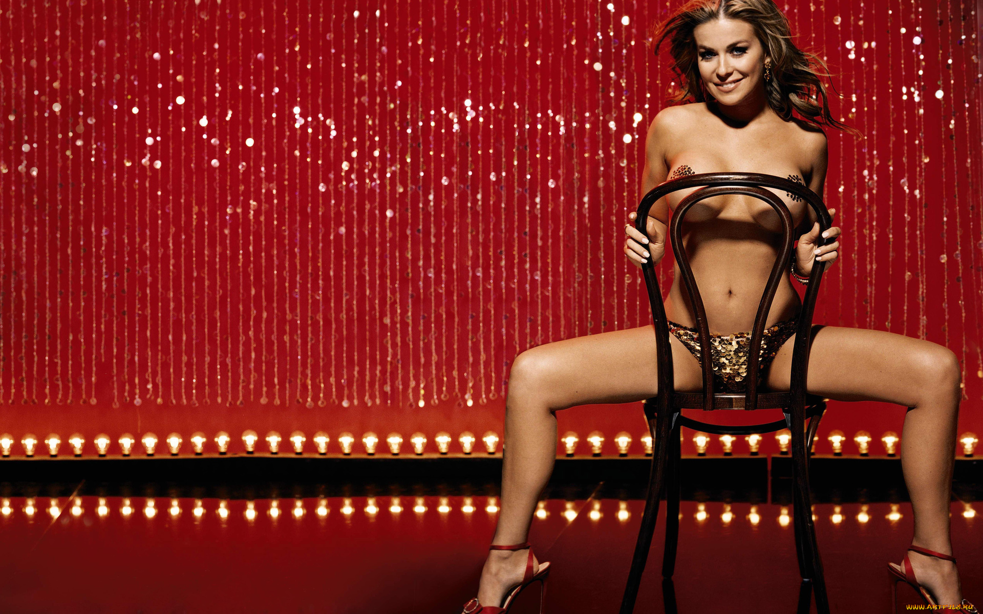 Carmen electra striptease dve