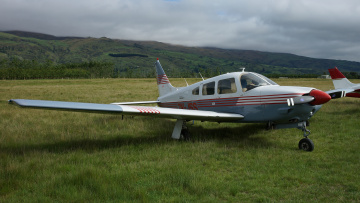 Картинка pa-28r-201+arrow+iii+aircraft авиация лёгкие+и+одномоторные+самолёты поле самолет одномоторный легкий трава