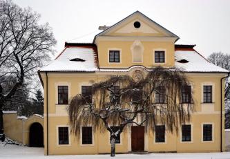 обоя города, - здания,  дома, зима, снег, деревья, здание