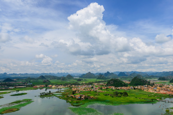 обоя города, - панорамы, дома, горы, река