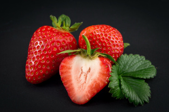 обоя еда, клубника,  земляника, ягоды, трио