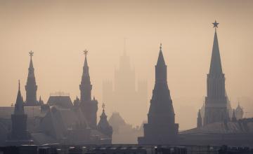 обоя города, москва , россия, башни, кремль, силуэты, туман, утро