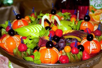 обоя еда, фрукты,  ягоды, виноград, клубника, киви, яблоко, мандарин