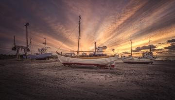 Картинка корабли баркасы+ +буксиры пляж