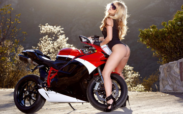 обоя moto, мотоциклы, мото с девушкой, природа, мото, nikki lee