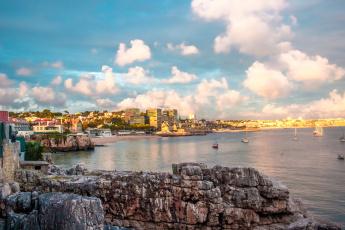 Картинка города -+пейзажи дома камни яхты побережье cascais море португалия