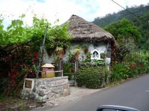 Картинка португалия madeira santana разное сооружения постройки дом сад остров
