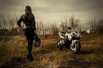 обоя мотоциклы, мото с девушкой, взгляд, мотоцикл, девушка, фон