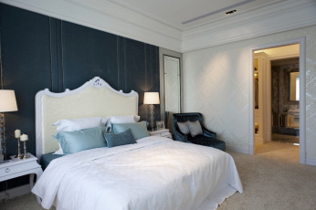 Картинка интерьер спальня кровать подушки