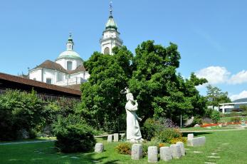 обоя города, - памятники,  скульптуры,  арт-объекты, собор, деревья, скульптура