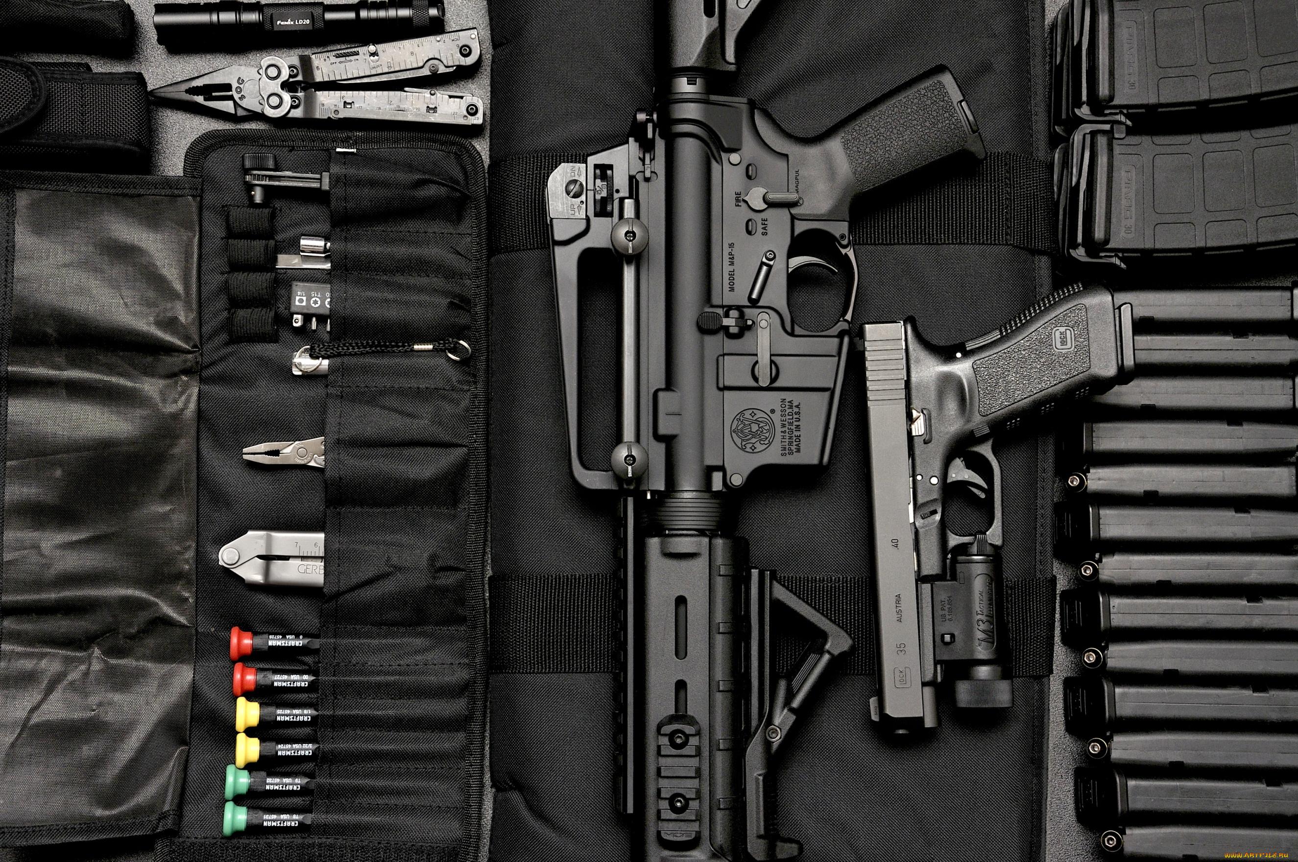 Автомат, нож и пистолет  № 3465022 загрузить