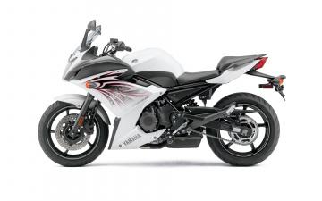 Картинка мотоциклы yamaha светлый 2010г fz6r